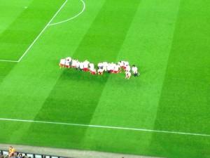 Bayern München Spieler knien Barcelona